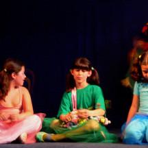 PIUME COLORATE Laboratorio bambini 1o di Francesca Giaconi e Rossana Dolfi Maggio 2009