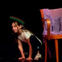 QUINDICI BAMBINI E UN FOLLETTO Laboratorio Bambini di Francesca Giaconi e Rossana Dolfi Giugno 2008